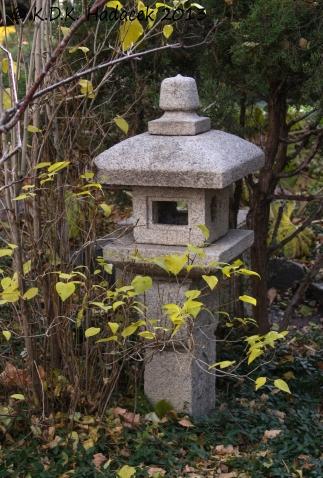 Japanese garden lantern CW